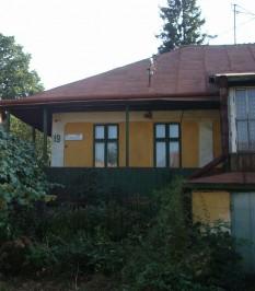 Casa din Cernăuţi a lui Aron Pumnul, unde a locuit o perioadă și Mihai Eminescu (strada Aron Pumnul nr. 19) - foto: ro.wikipedia.org