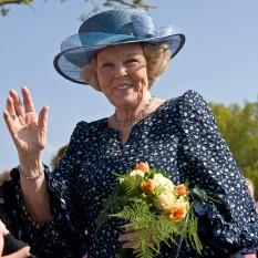 Beatrix Wilhelmina Armgard de Orania-Nassau (n. 31 ianuarie 1938, Baarn) este fiica cea mare a reginei Juliana și a soțului acesteia, Prințul Bernhard. A fost regină a Regatului Țărilor de Jos care cuprinde: Țările de Jos, Curaçao, Sint Maarten și Aruba, din 1980 până în 2013. În urma abdicării ea este numită Prințesa Beatrix - in imagine, Regina Beatrix în mai 2008 - foto: ro.wikipedia.org