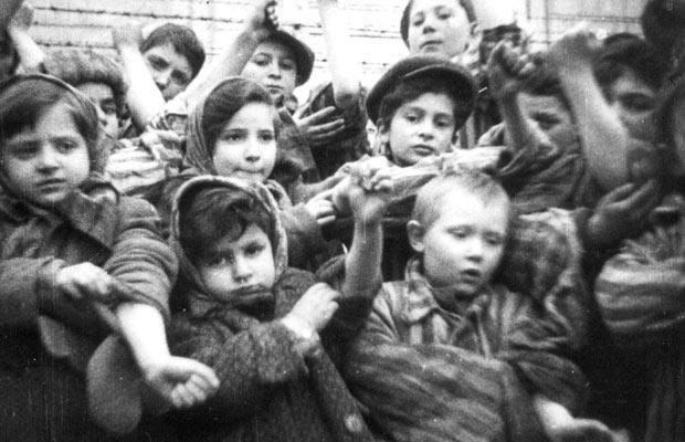 Children who were liberated from Auschwitz-Birkenau, January 1945 - foto: furtherglory.wordpress.com