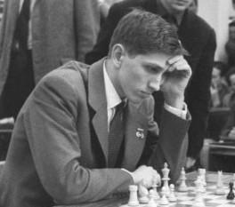 Robert (Bobby) James Fischer (n. 9 martie 1943, Chicago, Illinois, SUA - d. 17 ianuarie 2008, Reykjavík, Islanda) a fost un jucător de șah american, al unsprezecelea campion mondial (1972-1975) - in imagine, Bobby Fischer în 1960 - foto: ro.wikipedia.org