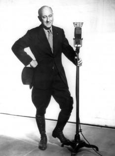 Cecil Blount DeMille (n. 12 august 1881, Ashfield, statul Massachusetts – d. 21 ianuarie 1959, Hollywood, California) a fost un regizor american și producător de filme care a câștigat Academy Award atât cu filme mute cât și cu sunet. Cele mai cunoscute filme ale sale sunt Cleopatra (1934), Samson and Delilah (1949), The Greatest Show on Earth (1952) și The Ten Commandments (1923 și 1956) - in imagine, Cecil B. DeMille în 1937 - foto: ro.wikipedia.org
