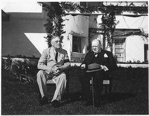 14 ianuarie 1943: Întâlnirea premierului britanic Winston Churchill si a presedintelui american F.D.Roosevelt, în cadrul Conferintei Aliate de la Casablanca (Maroc) - foto: cersipamantromanesc.wordpress.com