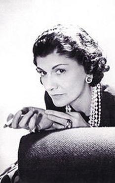 """Gabrielle Bonheur """"Coco"""" Chanel (n. 19 august 1883 - d. 10 ianuarie 1971) este considerată una dintre cele mai mari creatoare de modă ale secolului al XX-lea - foto: ro.wikipedia.org"""