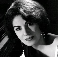 Consuelo Velázquez (August 21, 1916 – January 22, 2005) (popularly also known as Consuelito Velázquez) was a Mexican concert pianist, songwriter and recording artist - foto: cersipamantromanesc.wordpress.com