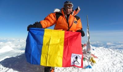 """24 ianuarie 2010: Crina """"Coco"""" Popescu în vârstă de 15 ani a escaladat cel mai înalt vârf al Oceaniei – Carstensz Pyramid (4884m) din Indonezia, devenind astfel cea mai tânără alpinistă din lume care urcă acest munte - foto: descopera.ro"""
