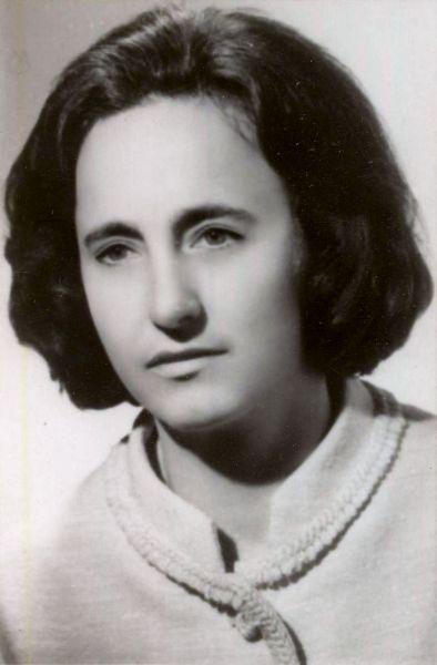 Elena Ceauşescu (nume de familie la naştere Petrescu; n. 7 ianuarie 1919 Petreşti, judeţul Dâmboviţa – d. 25 decembrie 1989, Târgovişte) a fost o politiciană comunistă română, soţia preşedintelui Republicii Socialiste România, Nicolae Ceauşescu. A deţinut funcţiile de membră a Biroului Permanent al Comitetului Politic Executiv al Comitetului Central al PCR şi prim-viceprim-ministru al Consiliului de Miniştri, având un rol politic tot mai important în Epoca Nicolae Ceauşescu, odată cu trecerea timpului - foto: ro.wikipedia.org