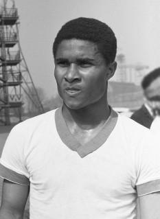 """Eusébio da Silva Ferreira (n. 25 ianuarie 1942, Lourenço Marques, Mozambic - d. 5 ianuarie 2014, Lisabona, Portugalia), cunoscut drept """"Eusébio"""", a fost un celebru jucător de fotbal portughez de origine mozambicană - foto: ro.wikipedia.org"""