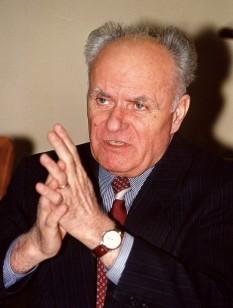 Gavril Dejeu (n. 11 septembrie 1932, Poieni, județul Cluj (interbelic)) este un avocat român, deputat PNȚCD în mai multe legislaturi, ministru de interne în perioada 1996-1999. Este fratele lui Alexandru Dejeu, unul din liderii rezistenței anticomuniste din Munții Apuseni - foto: romanialibera.ro
