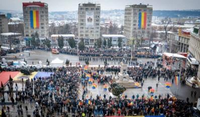 24 ianuarie 2016: Sute de tineri basarabeni participă în România, la Iaşi, pentru a marca 157 de ani la înfăptuirea Micii Uniri - foto: infoprut.ro