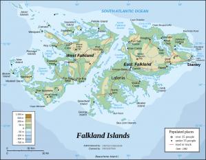 Insulele Falkland, numite și Insulele Malvine sunt un arhipelag situat în Atlanticul de Sud, la 483 km est de coasta Americii de Sud și 940 km nord de Antarctica. Arhipelagul este format din două insule principale: Falkland de Est și Falkland de Vest plus cca 700 de insule mai mici. Capitala și orașul principal este Stanley, situat pe insula Falkland de Est. Insulele sunt un teritoriu britanic de peste mări dar sunt revendicate de Argentina încă de la independența acesteia din 1810 - foto: ro.wikipedia.org