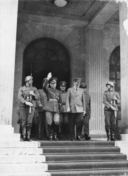 13 ianuarie 1941: Generalul Ion Antonescu efectueaza o vizita in Germania, la Berghof, in cursul careia are o intrevedere cu Adolf Hitler - foto: ro.wikipedia.org