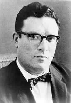 Isaac Asimov (n. 2 ianuarie 1920 - d. 6 aprilie 1992), autor american născut în Rusia și un biochimist, un scriitor de mare succes și excepțional de prolific, cunoscut mai ales pentru lucrările sale științifico-fantastice și pentru cărțile de popularizare a științei - foto (Isaac Asimov în 1965): ro.wikipedia.org