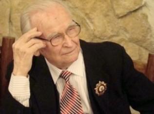 Ivan Ivanovici Bodiul (n. 21 decembrie 1917/3 ianuarie 1918, satul Alexandrovca, regiunea Nicolaev, Ucraina - d. 27 ianuarie 2013, Moscova, Rusia) a fost un politician moldovean, care a îndeplinit funcția de Prim-secretar al Partidului Comunist din R.S.S. Moldovenească (1961-1980) - foto: cersipamantromanesc.wordpress.com