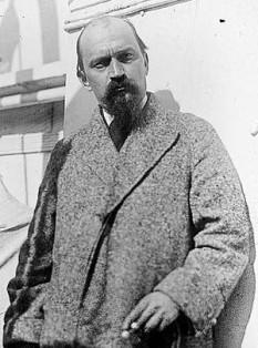Ivan Meštrović  (n. 1882 - d. 1962) a fost un sculptor croat. Este autor printre altele al statuii ecvestre ce-l reprezenta pe regele Carol I al românilor ridicat în 1939 la București și a statuii lui Brătianu din aceeași capitală - in imagine, Fotografiat în Zagreb, 1928 - foto: ro.wikipedia.org