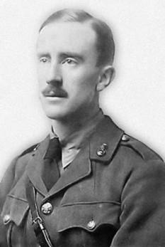 John Ronald Reuel Tolkien (n. 3 ianuarie 1892, Bloemfontein, Statul Liber Orange, astăzi Africa de Sud - d. 2 septembrie 1973, Bournemouth, Anglia, Regatul Unit), scriitor, poet, filolog și profesor de universitate englez, cunoscut cel mai bine pentru cărți fantastice clasice: Hobbitul și Stăpânul Inelelor - foto (Tolkien în 1916): ro.wikipedia.org