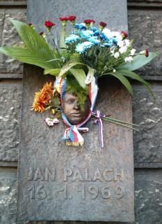 Placă memorială Jan Palach în piaţa care îi poartă numele - foto preluat de pe ro.wikipedia.org