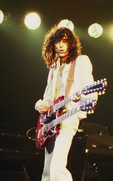 "James Patrick ""Jimmy"" Page (n. 9 ianuarie 1944) este un chitarist și compozitor englez - in imagine: Jimmy Page în 1977 - foto: ro.wikipedia.org"