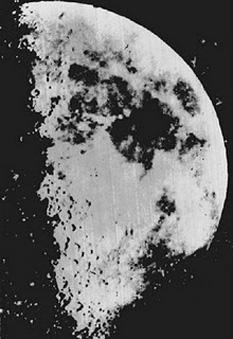2 ianuarie 1839: Fotograful francez Louis Daguerre realizeaza prima fotografie a Lunii - foto: cersipamantromanesc.wordpress.com
