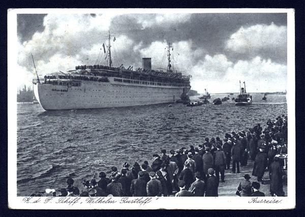 MV Wilhelm Gustloff a fost o navă de pasageri germană care a fost torpilată și scufundată la 30 ianuarie 1945 de către un submarin sovietic în Marea Baltică, în timp ce efectua evacuarea unor civili, oficiali și personal militar german de la Gotenhafen, retrași datorită avansării Armatei Roșii. Estimativ, au murit 9.400 de oameni, motiv pentru care acest dezastru naval este socotit ca reprezentând cea mai mare pierdere de vieți omenești din istorie într-o singură scufundare a unui vas - foto: cersipamantromanesc.wordpress.com
