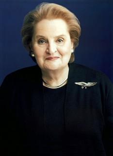 Madeleine K. Albright, născută Marie Jana Korbelová, (n. 15 mai 1937, Praga) este o diplomată americană de origine evreiască cehă, membră a Partidului Democrat din Statele Unite, prima femeie care a deținut funcția de ministru de externe al SUA - foto: ro.wikipedia.org