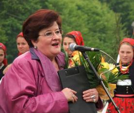 Maria Murărescu (cunoscută ca Marioara Murărescu, n. 1 octombrie 1947, Câmpulung Muscel – d. 30 ianuarie 2014, București) a fost o realizatoare consacrată de programe folclorice, fiind cunoscută în special pentru emisiunea TV Tezaur folcloric - in imagine, Marioara Murărescu la Festivalul Național Sâmbra Oilor, în 2006 - foto: ro.wikipedia.org
