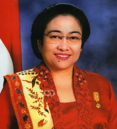Diah Permata Megawati Setiawati Sukarnoputri, usually shortened to Megawati Sukarnoputri (born 23 January 1947), generally known as Megawati, is an Indonesian politician who served as president of Indonesia from 23 July 2001 to 20 October 2004 - foto: en.wikipedia.org