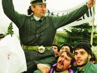 Miron Cozma (n. 25 august 1954, Derna, Bihor) a fost un lider sindical din Valea Jiului, de profesie subinginer minier. În 1999 a fost condamnat definitiv pentru infracțiunile comise în Mineriada din 1991. A fost grațiat de președintele Ion Iliescu (PSD) în anul 2004 - foto: nasul.tv