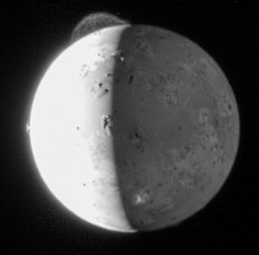 Io - Imagine  realizata de New Horizons (în 2007) în timpul zborului spre Pluton - foto: ro.wikipedia.org