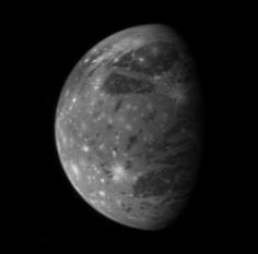 Ganymede - Imagine  realizata de New Horizons (în 2007) în timpul zborului spre Pluton - foto: ro.wikipedia.org