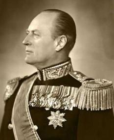 Olav al V-lea (n. 2 iulie 1903, d. 17 ianuarie 1991) a fost rege al Norvegiei din 1957 până la moartea sa. Olav s-a născut în Regatul Unit al Marii Britanii ca fiu al Prințului Carl al Danemarcei și al Prințesei Maud de Wales și la naștere a primit numele de Alexander Edward Christian Frederik - in imagine, King Olaf V of Norway, 1957 - foto: ro.wikipedia.org