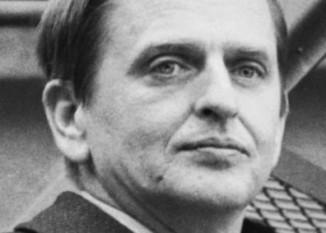 Sven Olof Joachim Palme (Sunet Olof Palme) (n. 30 ianuarie 1927 – d. 28 februarie 1986) a fost un om politic suedez. Palme a fost liderul Partidului social-democrat din Suedia din 1969 până la asasinarea sa în 1986. În această perioadă a fost Prim-ministru de două ori, 1969-1976 și 1982-1986 - in imagine, Olof Palme, anii 1970 - foto: ro.wikipedia.org