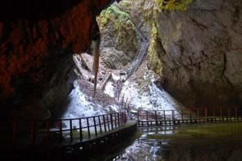 Peștera Scărișoara - foto: travelworld.ro