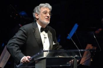José Plácido Domingo Embil (n. 21 ianuarie 1941, Madrid) este un tenor și dirijor spaniol. Este renumit pentru vocea sa puternică și versatilă de cântăreț liric sau tenor lirico-dramatic care i-a permis să cânte chiar și roluri de bariton, prin virtuozitatea artei sale vocale și calitatea interpretării sale dramatice - in imagine, Plácido Domingo în 2008 - foto: ro.wikipedia.org