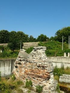Piciorul podului la Drobeta Turnu Severin, pe malul românesc (August 2009) - foto: ro.wikipedia.org