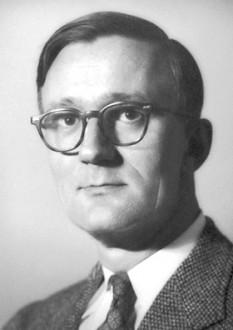Polykarp Kusch (n. 26 ianuarie 1911, Blankenburg, Germania - d. 20 martie 1993, Dallas, SUA) a fost un fizician american de origine germană, laureat al Premiului Nobel pentru Fizică, împreună cu Willis Lamb, pentru că a determinat că momentul magnetic al electronului este mai mare decât valoarea teoretică, descoperire ce a condus la noi inovații în electrodinamica cuantică - foto: ro.wikipedia.org