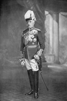 Prințul Arthur, Duce de Connaught și Strathearn (Arthur William Patrick Albert; 1 mai 1850 – 16 ianuarie 1942) a fost membru al familiei regale britanice, al treilea fiu și al șaptelea copil al reginei Victoria. Arthur a fost Guvernator General al Canadei din 1911 până în 1916. A fost numit Duce de Connaught și Strathearn și Conte de Sussex în 1874 - in imagine, Ducele de Connaught și Strathearn, 1915 - foto: ro.wikipedia.org