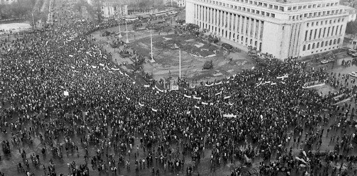 Primul protest anti FSN, contramanifestaţia si prima mineriadă (Piata Victoriei, Bucuresti, 28 ianuarie 1990) - foto (c) Emilian Savescu, preluat de pe: inliniedreapta.net