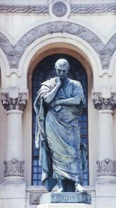 Publius Ovidius Naso (n. 20 martie, 43 î.Hr., Sulmo, azi Sulmona, provincia Aquila - d. 17 sau 18 d. Hr., Tomis, azi Constanța), poet roman, cunoscut în română sub numele de Ovidiu - foto - Statuia lui Ovidiu din Constanţa, executată în 1887 de sculptorul italian Ettore Ferrari. O replică identică se află din 1925 la Sulmona (Italia): ro.wikipedia.org