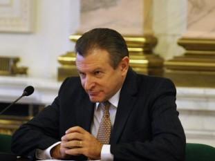 Radu Mircea Berceanu (n. 5 martie 1953, Râmnicu Vâlcea, România) este un politician român, membru al Camerei Deputaților între 1990 și 2004, senator în legislatura 2004-2008 ales în județul Dolj pe listele Partidului Democrat și în legislatura 2008-2012 ales în același județ din partea Partidului Democrat-Liberal. De asemenea a făcut parte din guvernele Călin Popescu-Tăriceanu și Boc II, fiind Ministru al Transporturilor - foto: mediafax.ro