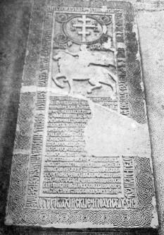 Piatra de mormânt a lui Radu de la Afumați, pe care sunt trecute toate cele 20 de bătălii pe care le-a purtat în timpul domniei sale - foto: ro.wikipedia.org