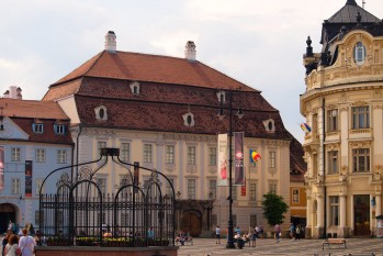 Sibiu: Muzeul Brukenthal și Primăria din Piața Mare - foto: ro.wikipedia.org