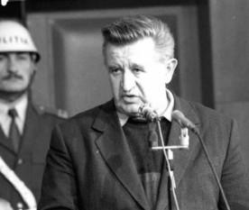 Tudor Postelnicu (n. 13 noiembrie 1931) a fost un comunist și general român. În 1977 a făcut parte din Comandamentul de reprimare a grevei minerilor din Valea Jiului. În 1978 a fost numit șef al Departamentului Securității Statului. În 1987 devine Ministru de Interne și membru al Comitetului Central al Partidului Comunist Român - foto: Agerpres (jurnalul.ro)