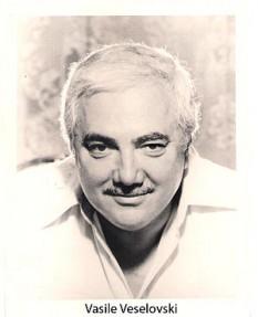 """Vasile Veselovski (n. 18 decembrie, 1925, Pitești (Găvana) - d. 4 ianuarie 1998) , compozitor de muzică ușoară, autor al unor șlagăre îndrăgite precum """"Strada Speranței"""", """"Fluierând pe stradă"""", """"Merit eu"""", """"Tu"""", """"Și dacă"""", """"O chitarǎ cânta"""", """"Și m-am îndrăgostit de tine"""" - foto: ro.wikipedia.org"""