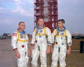 27 ianuarie 1967: Astronauții Virgil Grissom, Edward Withe și Roger Chaffee au murit în incendiu în timpul testelor Apollo 1 - foto: ro.wikipedia.org