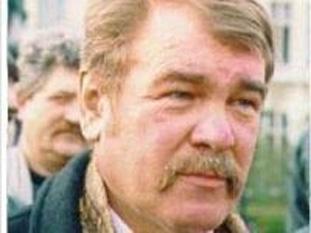 Virgil Săhleanu (n. 9 ianuarie 1946, satul Cacica, județul Suceava - d. 7 septembrie 2000, Iași) a fost un lider sindical ieșean, asasinat din ordinul conducerii firmei al cărei sindicat îl conducea și al investitorului extern care cumpărase pachetul majoritar de acțiuni - foto; ziare.com