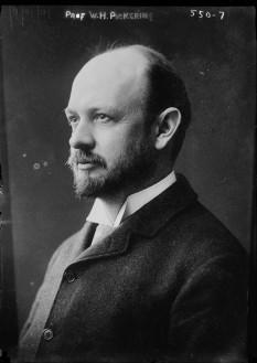 William Henry Pickering (n. 15 februarie 1858 – d. 17 ianuarie 1938) a fost un astronom american, fratele lui Edward Charles Pickering - in imagine, William Henry Pickering în 1909) - foto: ro.wikipedia.org