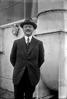André-Gustave Citroën (* 5 februarie 1878, Paris; † 3 iulie 1935, Paris) a fost un constructor de automobile, in imagine, André Citroën, pionier al automobilelor franceze - foto: ro.wikipedia.org