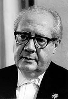 Andrés Segovia Torres, 1st Marquis of Salobreña (21 February 1893 – 2 June 1987), known as Andrés Segovia, was a virtuoso Spanish classical guitarist from Linares, Spain - (Andrés Segovia in 1963) - foto: en.wikipedia.org