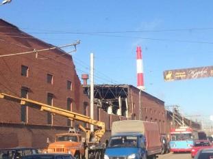 Meteoritul de la Celeabinsk (15 februarie 2013) - Acoperișul prăbușit al unei fabrici de zinc din Celeabinsk - foto preluat de pe ro.wikipedia.org