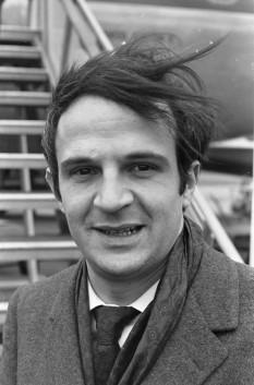 François Truffaut (n. 6 februarie 1932, Paris - d. 21 octombrie 1984) a fost un critic de cinema, regizor de fim, scenarist și actor francez. Este unul din inițiatorii mișcării denumite la Nouvelle Vague (Noul Val) - foto: ro.wikipedia.org